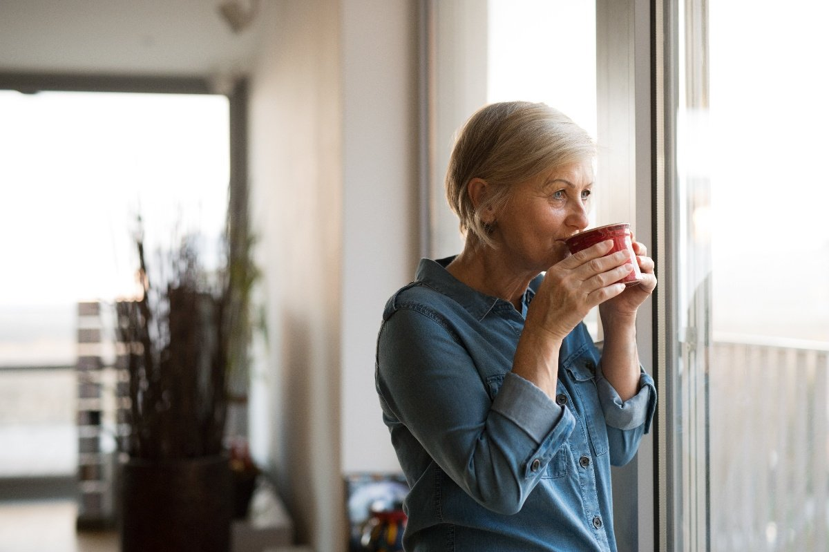woman at home drinking coffee